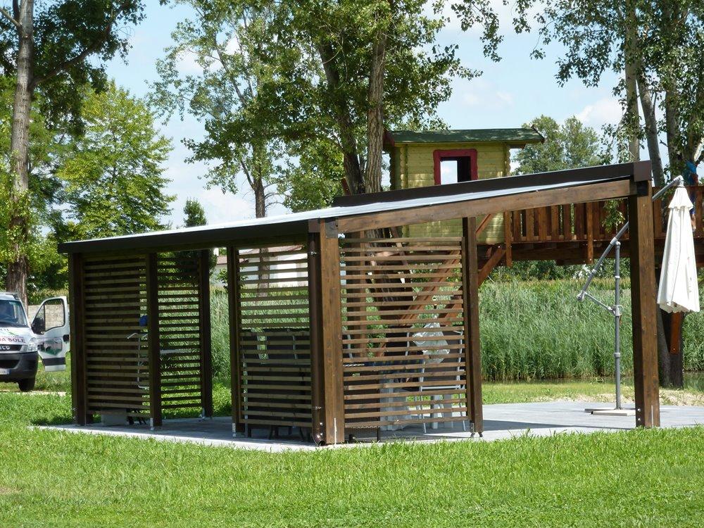 Pergolato in legno con copertura mobile